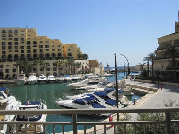 Seafront apartment in St Julians