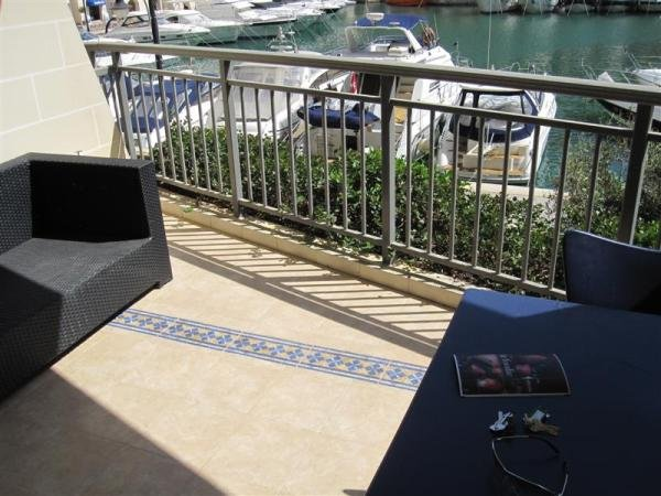 Apartment with terrace in St Julians