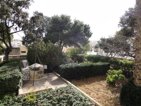 Lovely unfurnished 2 bedroom house with garden in St.Julians