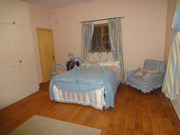 Spacious bedroom Naxxar