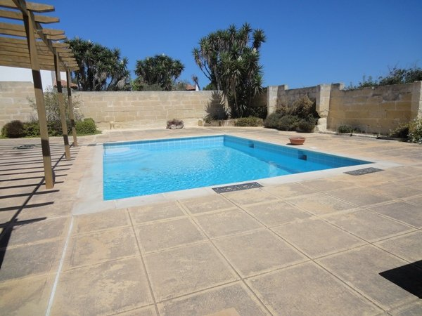 Private pool in Mellieha
