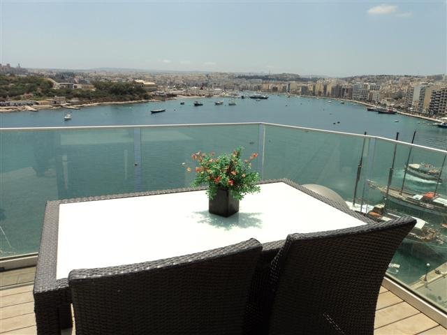 Ultra Modern 3 bedroom Penthouse in the centre of Sliema with pool