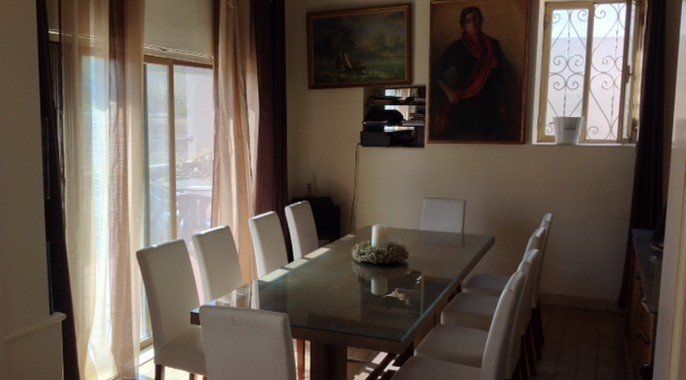 Fully furnished dining room to let in Malta