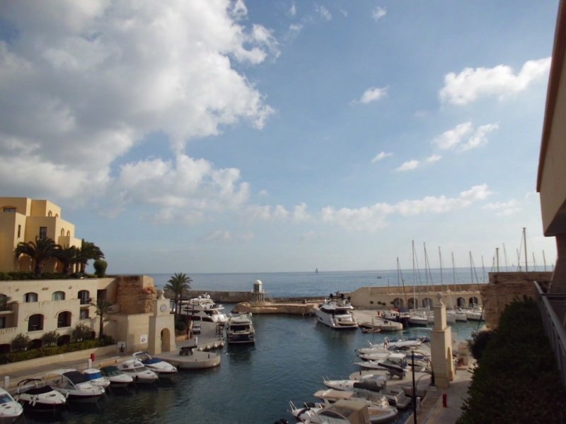 Portomaso seafront apartment with 5 frontages in simon mamo real estate