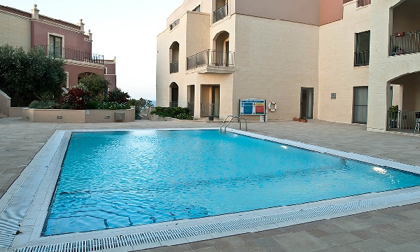 Pool in apartment to let in malta