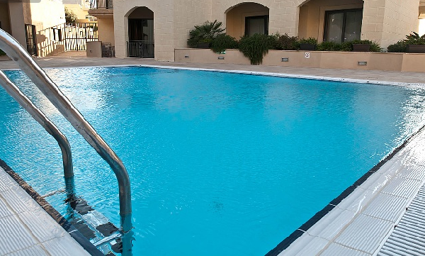 Pool in flat for rent malta
