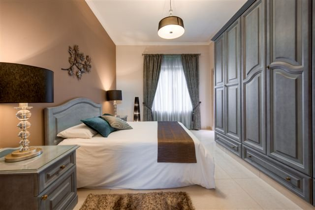 bedroom in villa to let