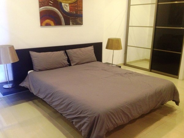 sizable bed in sliema