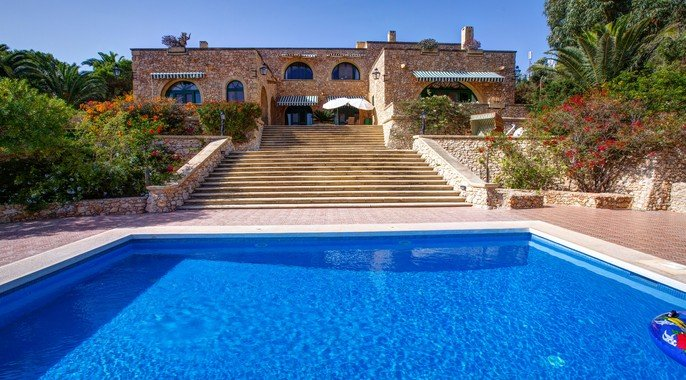 Property for sale luxury farmhouse in kercem gozo for Luxury farmhouses