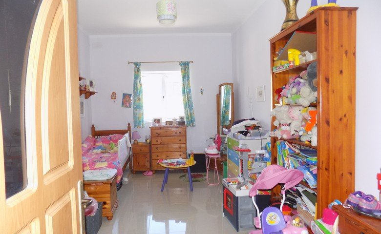 estate agents in malta: Spare bedroom