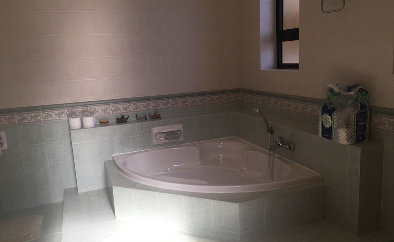 gozo farmhouses for sale: Bathroom