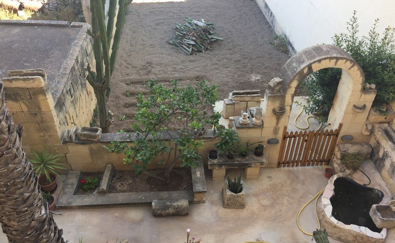 Gozo property: Back yard