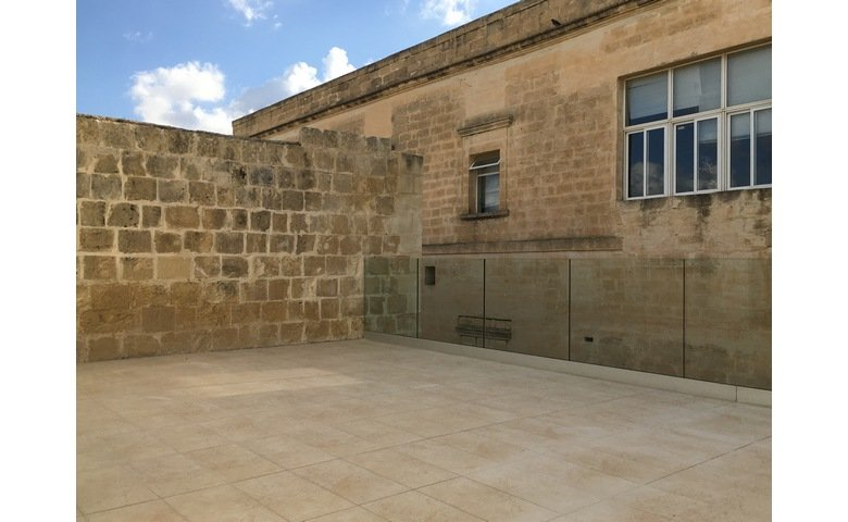malta real estate premises to rent