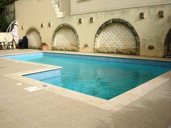 Bungalow with pool in Naxxar