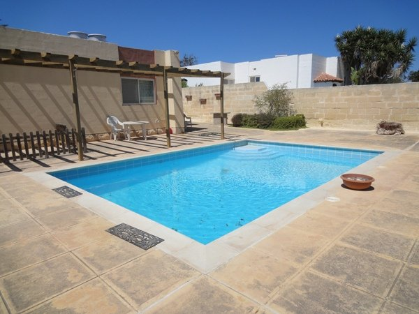 pool in Mellieha villa