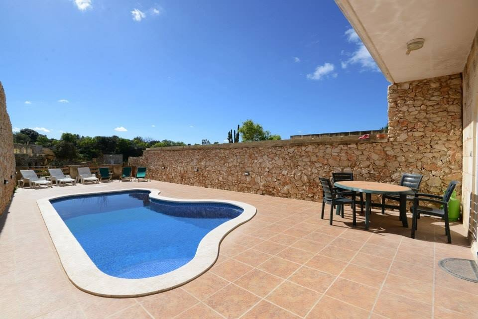 Gozo property: Pool area