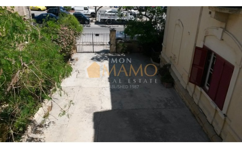 5 bedroom 3 bathroom house in Ta Xbiex : Ref No 5828