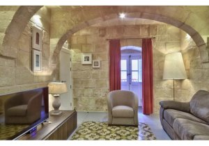 Real Estate Malta: Valletta 2 bedroom apartment for short lets malta, property malta, letting malta, real estate malta, simon mamo malta